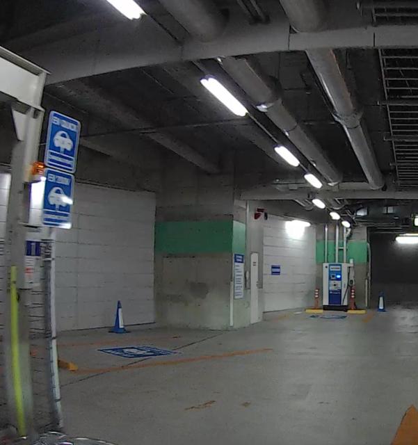 松坂屋 駐 車場